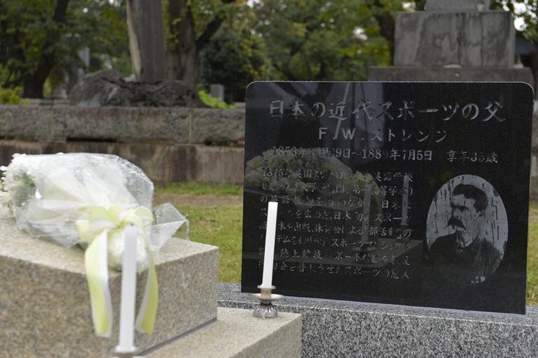 ストレンジ氏の墓所を管理している本連盟では、この式典にあわせ、同氏の石碑を建立し同日にお披露目をしました。
